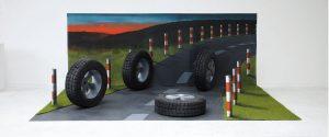 13a-1200x800_0000_1. Alicja Pakosz, Bez tytułu, 2020, styropian, linoleum, sztuczna trawa, 130 x 250 x 300 cm, fot. Alic